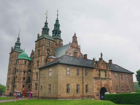 国搜头条 这座青檐红壁的荷兰文艺复兴式样古堡,是哥本哈根标志性的图片