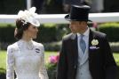 """英国阿斯科特赛马会举行 现场女宾""""帽""""美如花"""