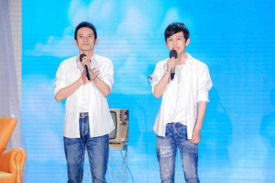 何炅李维嘉献唱了一首《少年》图片
