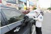 气温35℃以上收费员要避暑 期间免收停车费