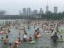 宁波日湖黄金沙滩迎来戏水高峰