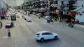 温州闹市一轿车横冲马路 一看车内竟然没有人