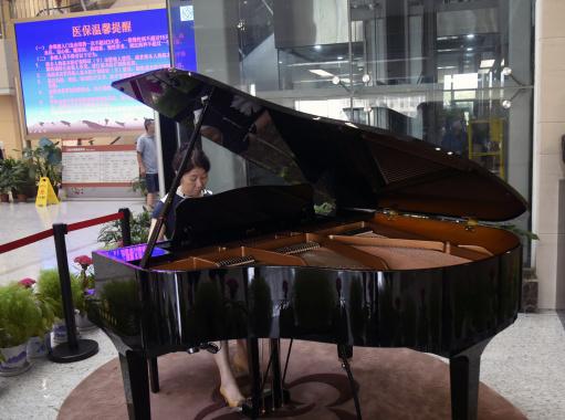 杭州医院大厅摆钢琴 营造舒缓和谐就医环境