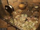 千年古墓变成许愿池:这些人见人爱的人民币看起来真刺眼!