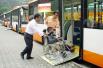 """南阳:残疾人免费乘公交车 需办""""爱心""""乘车卡"""
