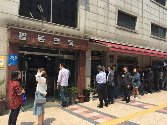 金正恩一番话 韩国人中午挤破头吃平壤冷面