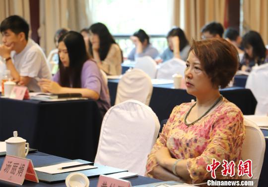 图为:浙江省电视艺术家协会副主席、秘书长汤丽娟。 胡小丽 摄