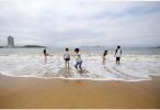 防鲨网受损严重 青岛金沙滩海水浴场明起关闭5天