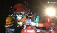 二广高速济源段3货车追尾 消防员高举吊瓶救人