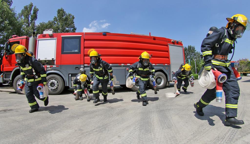 烟台:消防夏训战高温