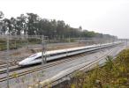 中秋小长假第二天 全国铁路开行旅客列车近9000列