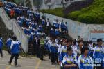 """肃宁交警在学校集中地段设立""""护学岗"""""""