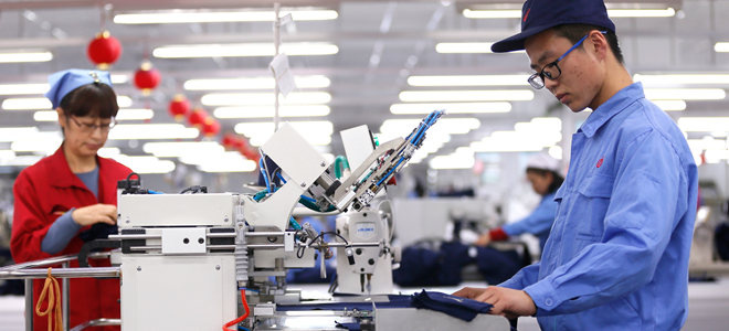 山东即墨出口服装企业迎新年生产旺季