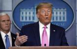 """特朗普告诉医务人员:""""口罩消毒可重复使用,别扔"""""""