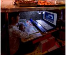 小学生在案板下学习一个月!网友:孩子,你努力的样子真美!